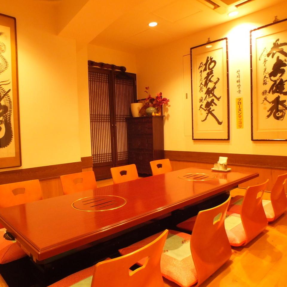 まわりのお客様を気にしないで、ゆっくりとお話が出来る個室は、いつも大人気☆