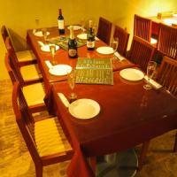 広々テーブルは最大8名まで