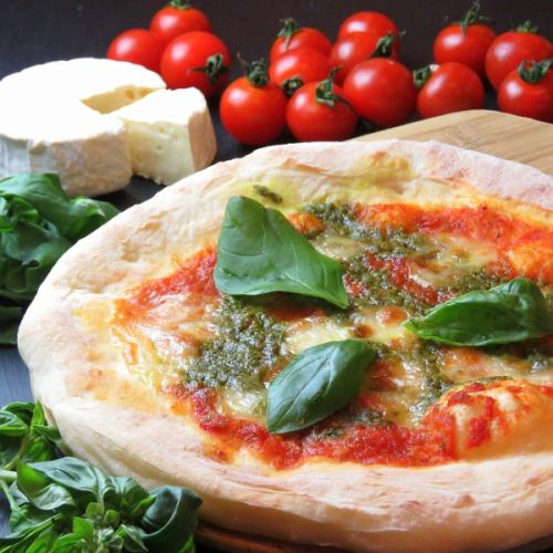 純国産モッツァレラと自家製トマトソースのマルゲリータ