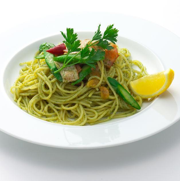 甜羅勒的Peperoncino和綠蘆筍