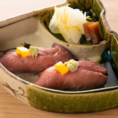 【 和 牛 に ぎ り 寿 司 】