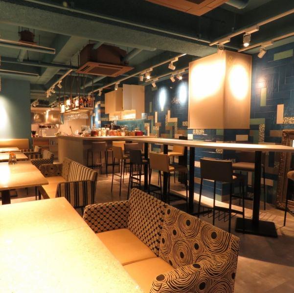 有名デザイナーが手掛けたオシャレなCAFE&BARが泉にNewOPEN☆ インテリアはもちろんのこと、食器など細部にまでこだわりました。ワンランク上の女子会などにいかがですか?