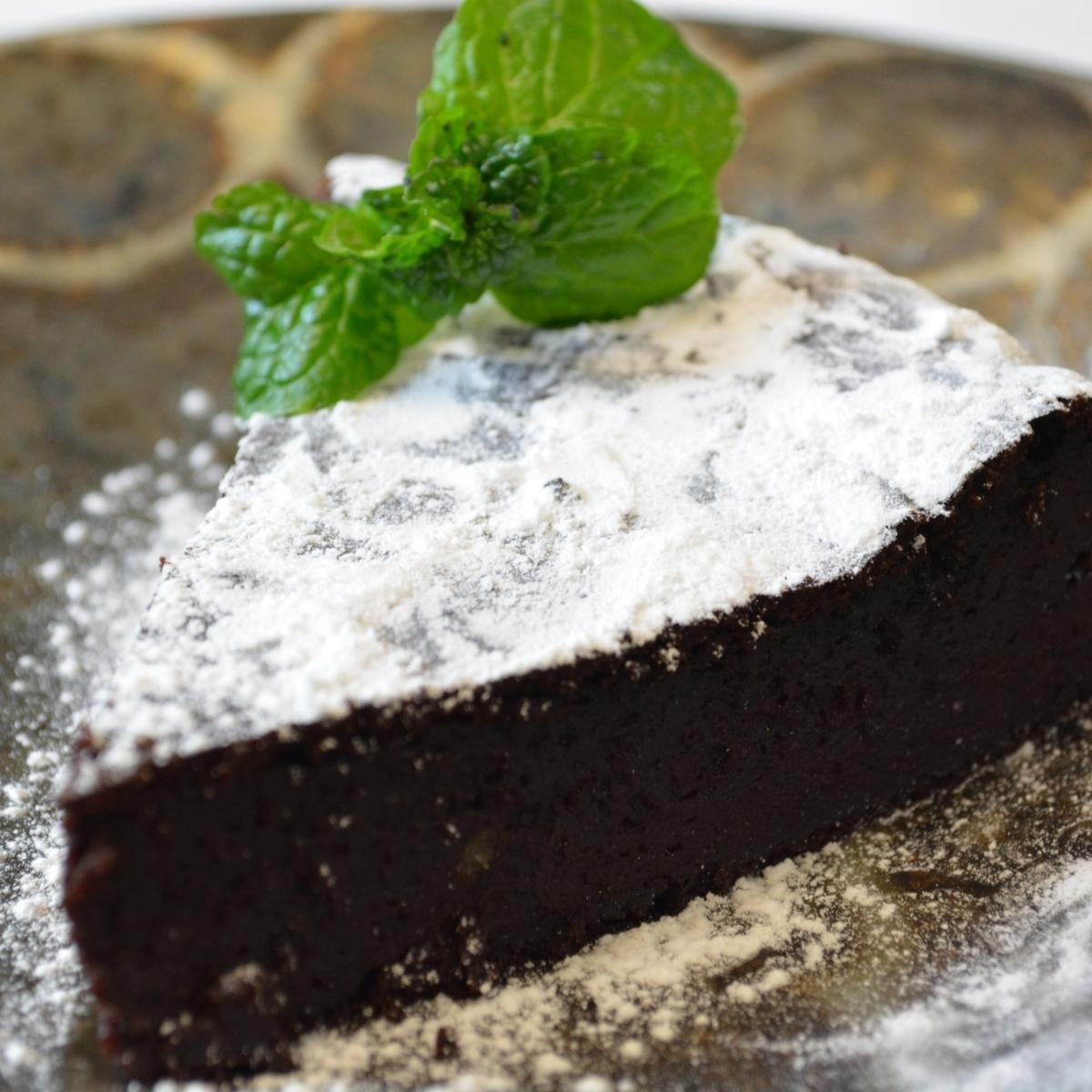 豆腐配蛋糕巧克力奶油和水果