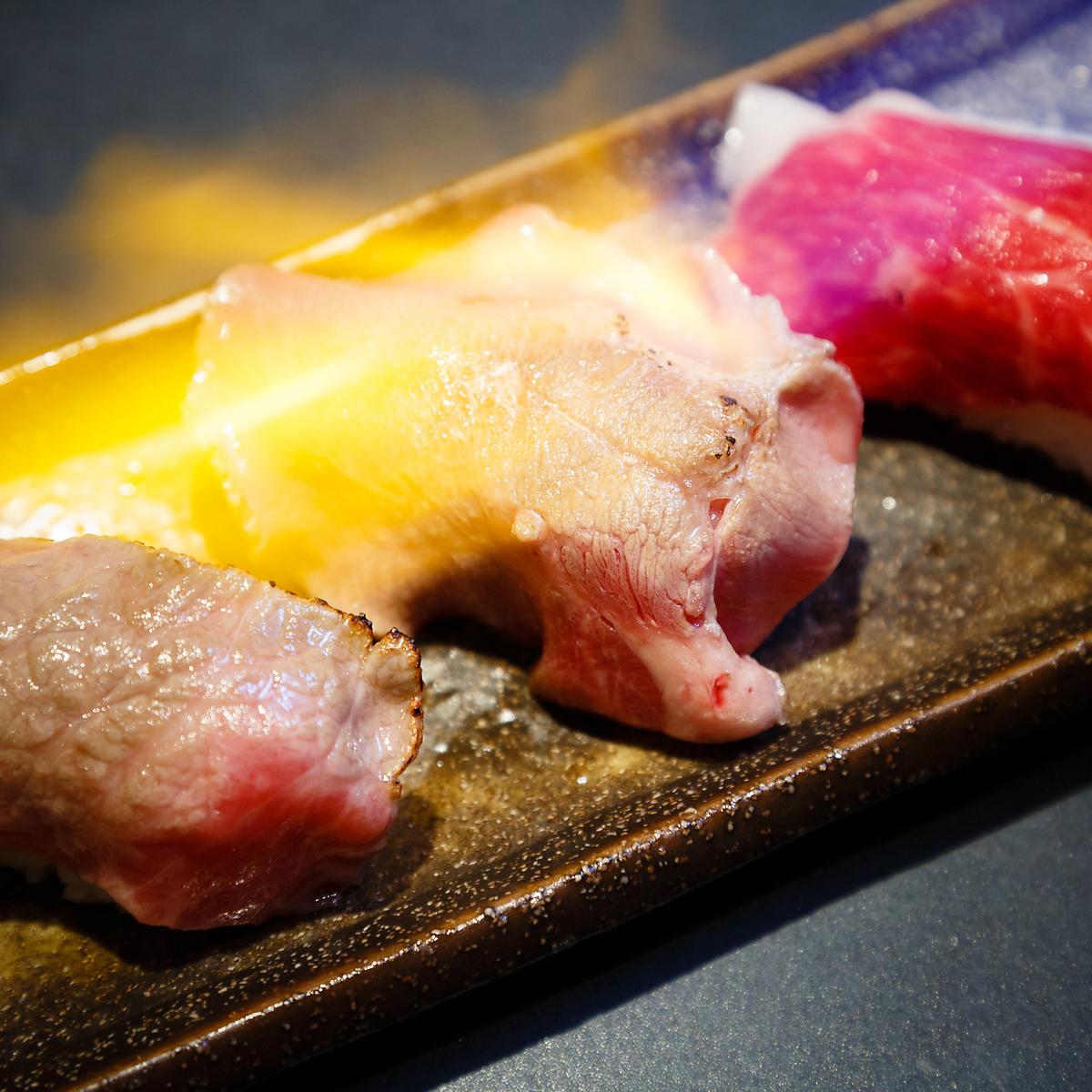 炙り肉寿司三種盛り (タン・モモ・コウネ)