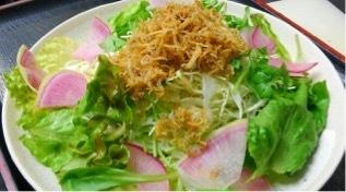 바삭 바삭한 멸치 샐러드