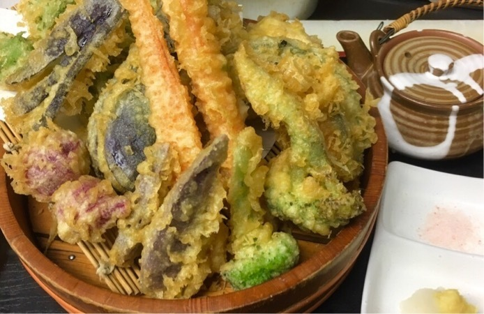 Assorted ground vegetable tempura