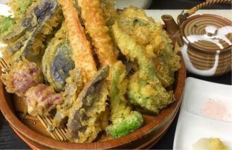 Assorted ground vegetable tempura