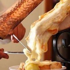 話題のチーズとろとろ贅沢★ラクレットチーズコース3500円(税込) 【+1800円で2H飲放付♪】