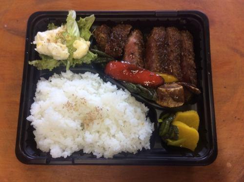 「千屋牛肉サービスビーフカツレツ弁当」