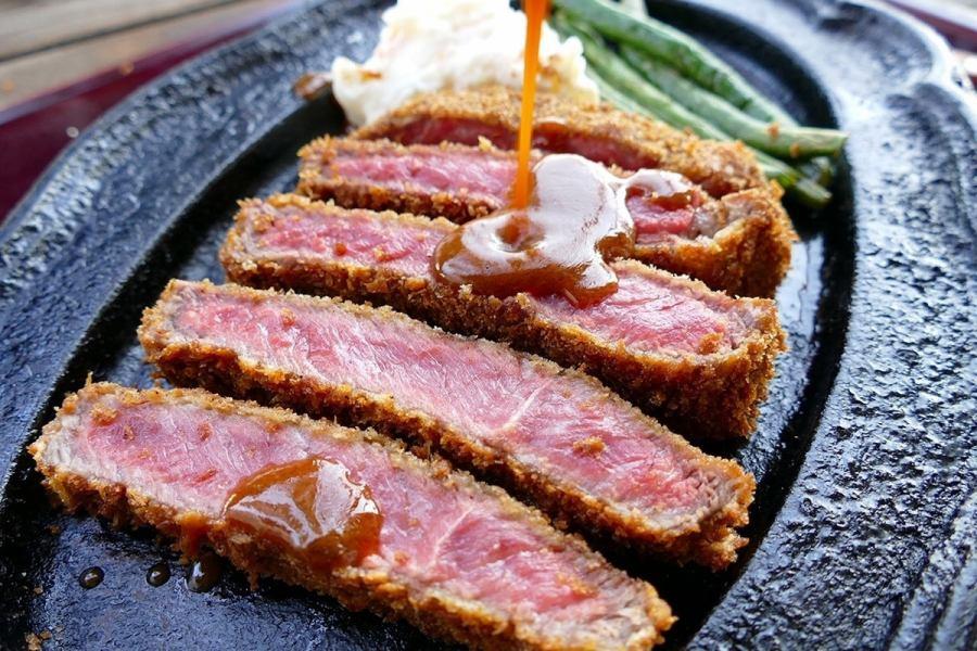 高級食材を使った料理も多数。A5・A4以上の岡山県産最高級黒毛和牛「千屋(ちや)牛肉」を使った料理がお勧め。『とにかく美味しいから食べてみろ!』と言う挑戦状とも思える驚き価格で提供!シェフお勧めのビーフカツ、特撰千屋(ちや)牛肉ステーキをはじめ、シャトーブリアン、ヒレ、希少部位も破格の料金で楽しめます。