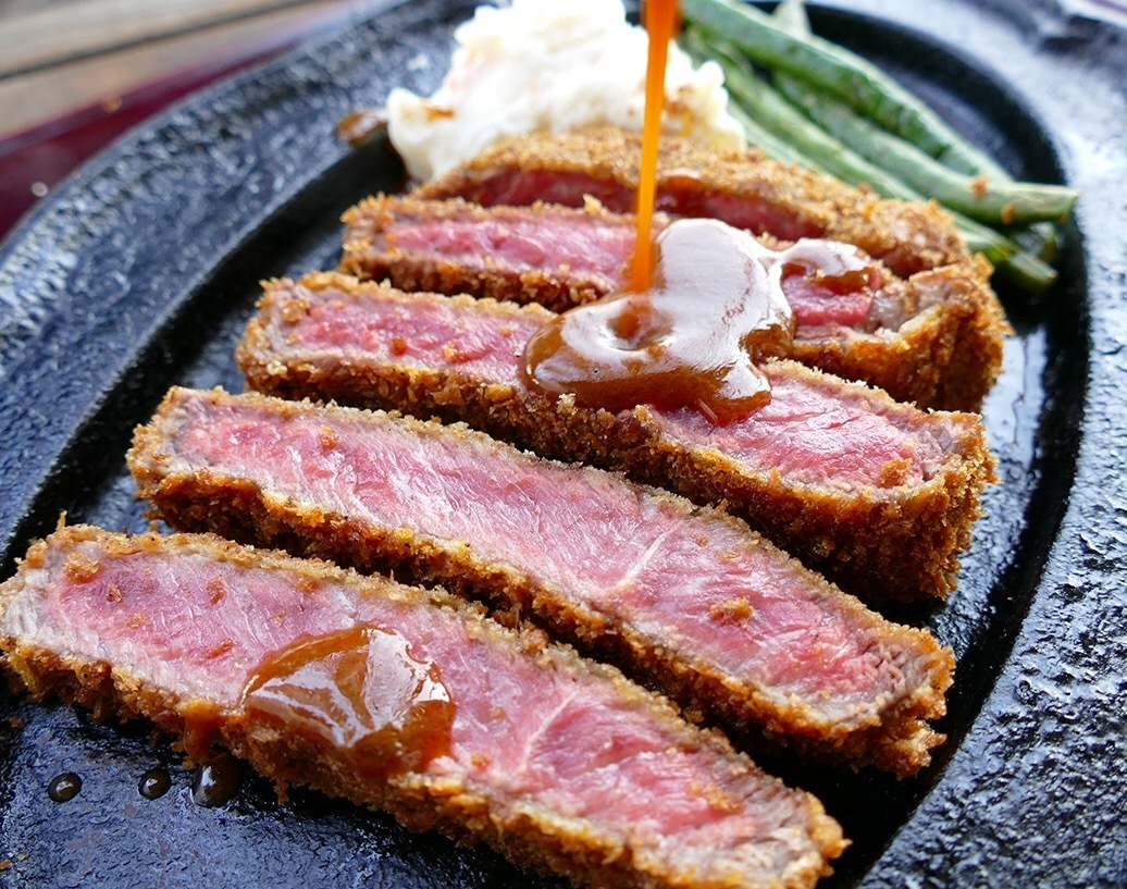 千屋牛肉ビーフカツレツ定食 A5・4ランクの黒毛和牛「千屋牛肉」使用!