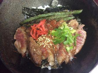 「千屋(ちや)牛肉サービス厚切りステーキ丼」