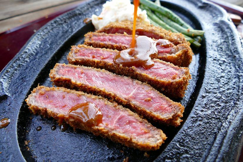 「千屋牛肉ビーフカツ定食」 黒毛和牛100%の最高級牛脂を使用!