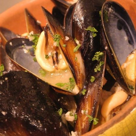 White wine steamed mussels active