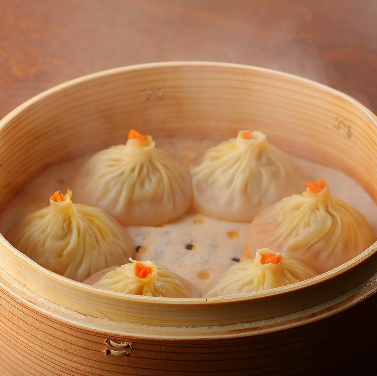 カニ味噌入り上海小龍包