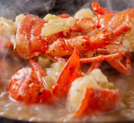 伊勢海老の黒胡椒炒め陶板焼