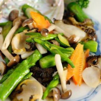 あわびと季節野菜の炒め