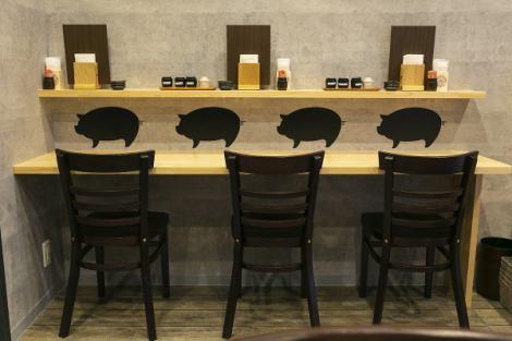 실내는 진정 공간입니다! 혼자서도 부담없이 보낼 카운터는 식사에도 1 명 술도 ◎ 상냥한 주인과의 대화도 즐겁다.