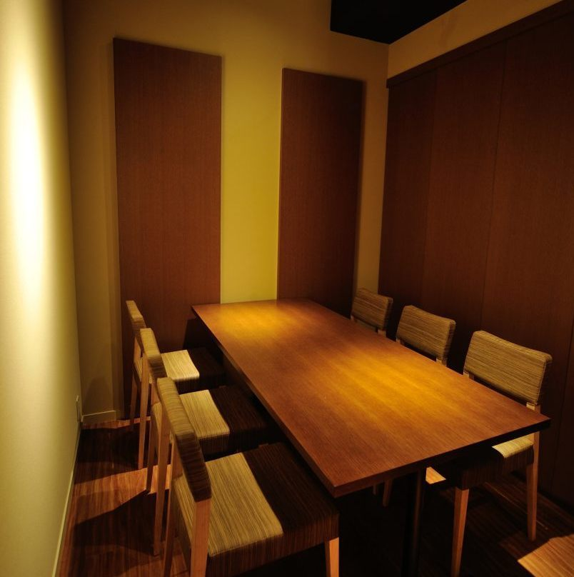 Table for half a table for 4 to 6 people Seats in a single room