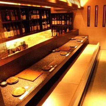 一个人也欢迎☆日本酒吧柜台座位。