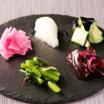 Five kinds of pickles