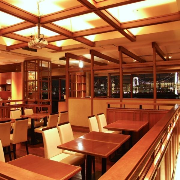Spacious space that can accommodate up to 120 people is also recommended for use by large parties such as various parties
