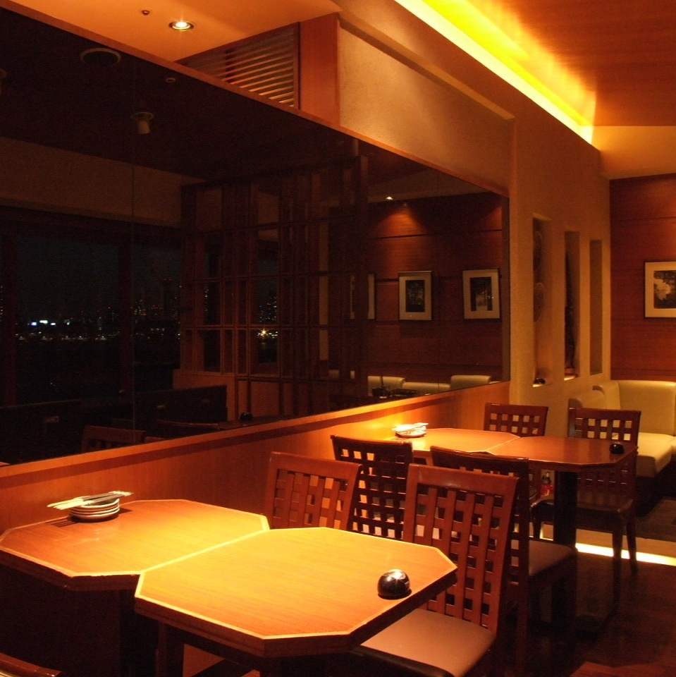 Please enjoy delicious sake and cooking while watching the night view of Daiba.