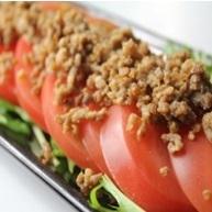 番茄和碎剁碎的沙拉