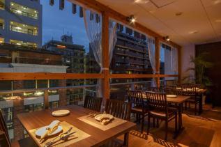 お店の奥のテラス席はこれからの季節にぴったり!4階から街をゆっくり眺めながらのお食事もおすすめです!