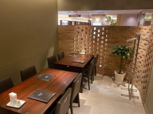 Table seats for 10 to 14 people.You can use it like a private room!