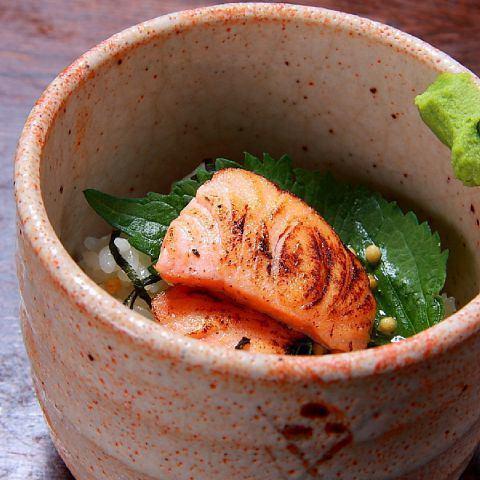 お茶漬け各種(鮭・梅・たこわさ・明太子)/特製二色のおにぎり