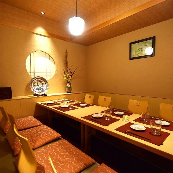札幌駅前読売北海道ビル2Fで営業中!!宴会・ご接待にぴったりの和の空間!全席個室の隠れ家空間でゆったり北海道の地獲れ食材をご堪能下さい!!掘りごたつ個室や札幌駅ビルを望む夜景テーブル席、最大32名様まで収容可能な宴会掘りごたつ個室など様々なシーンに対応できる空間がございます。