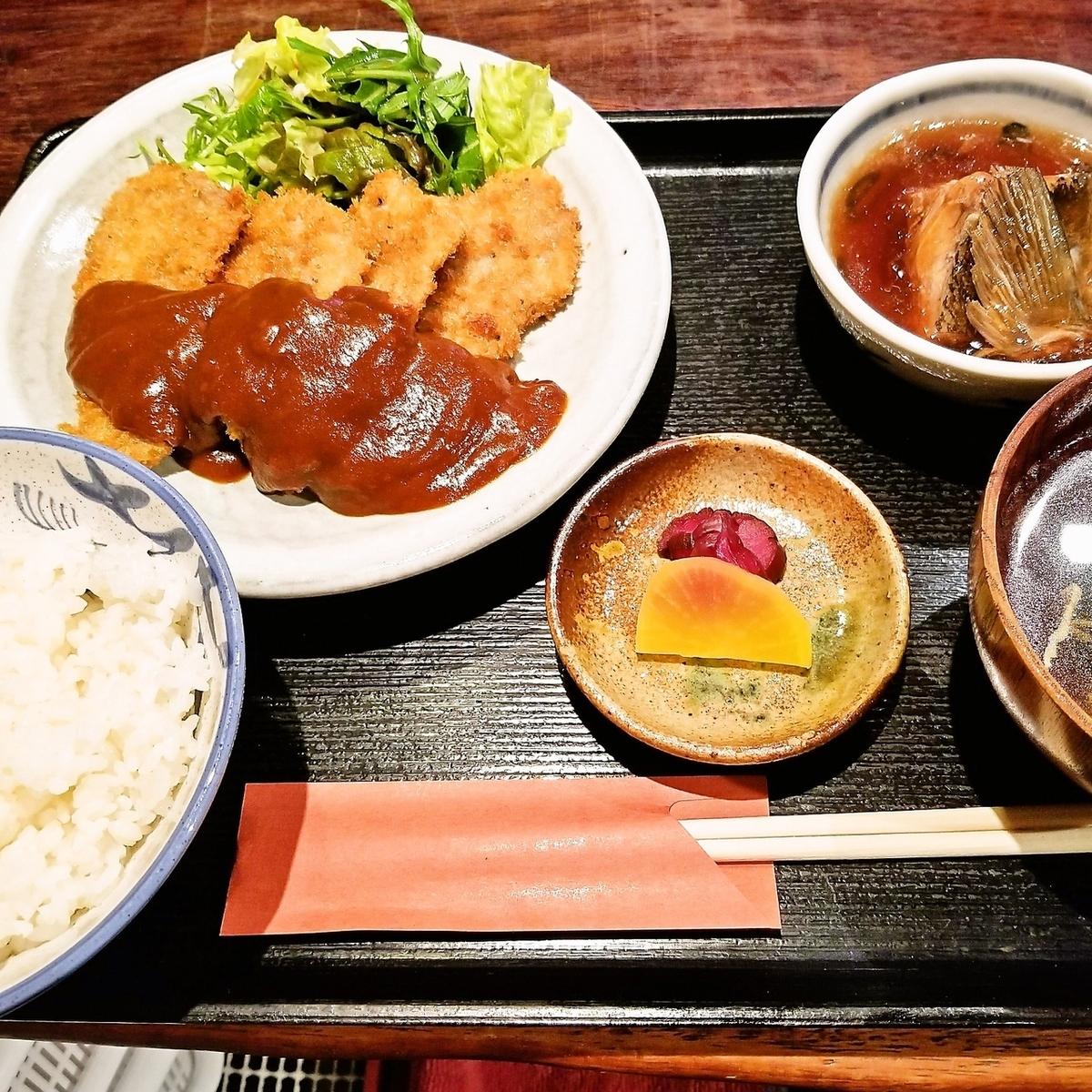 ヒレカツ定食(おろしポン酢/デミグラスソース/とんかつソース)