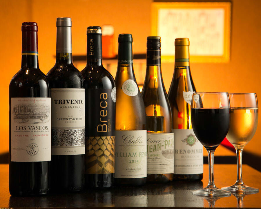 More than 100 kinds of wines from each country, mainly French wine