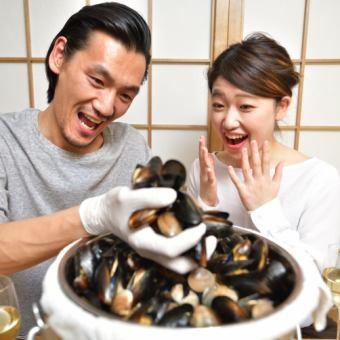 お通し あさりやムール貝の掴み取り&自家製海苔パン