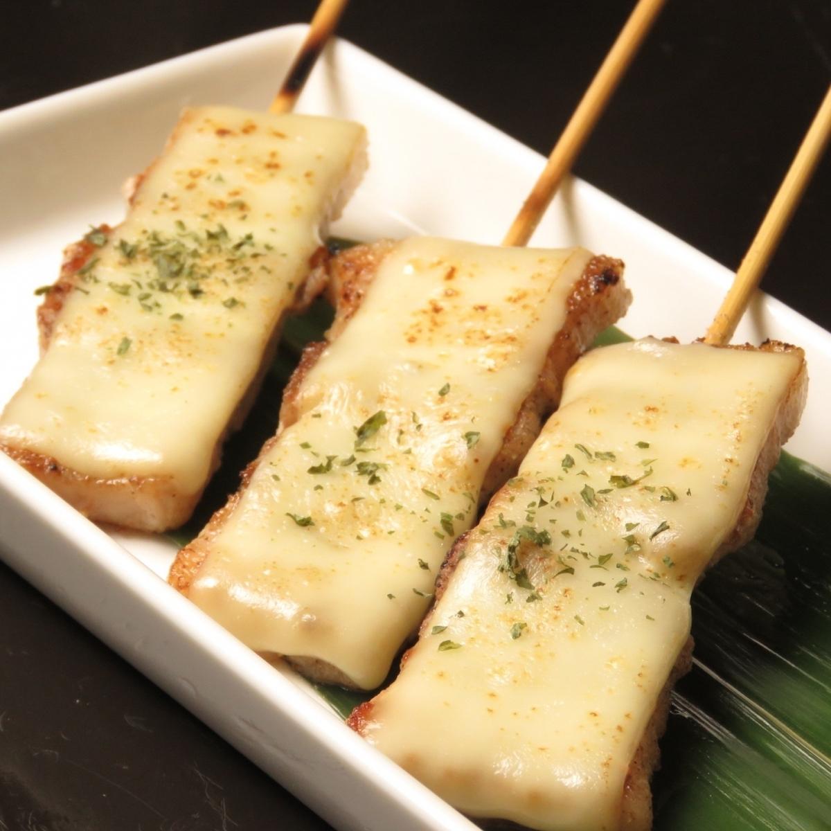 豚バラ(チーズのせ)/とり身(塩・タレ)/とり皮(塩・タレ)