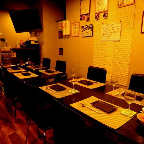 テーブル席は最大宴会10名様までOK!!女子会や仲間飲みにお使いください。