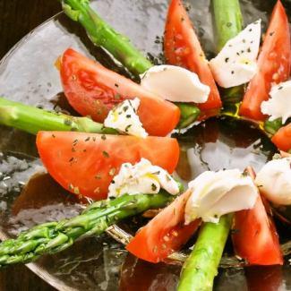 Marinated asparagus and tomato