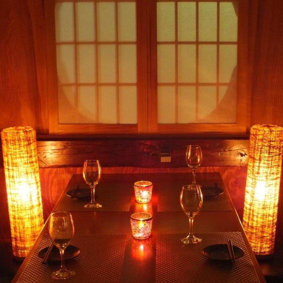 間接照明輕柔地照亮私人房間,門也是娛樂和約會等重要場景的理想選擇。我們將根據現場向您展示各種私人房間座位。