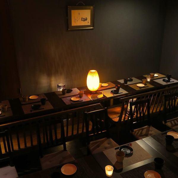 室內照明輕輕包裹在一個全尺寸的全尺寸居酒屋中。我們將為小團體〜團體準備一個私人房間座位。私人房間的氛圍靈感來自間接照明,可用於各種場景,包括宴會,週年紀念,女孩社會,鑼禮服。請在私人空間放鬆身心。