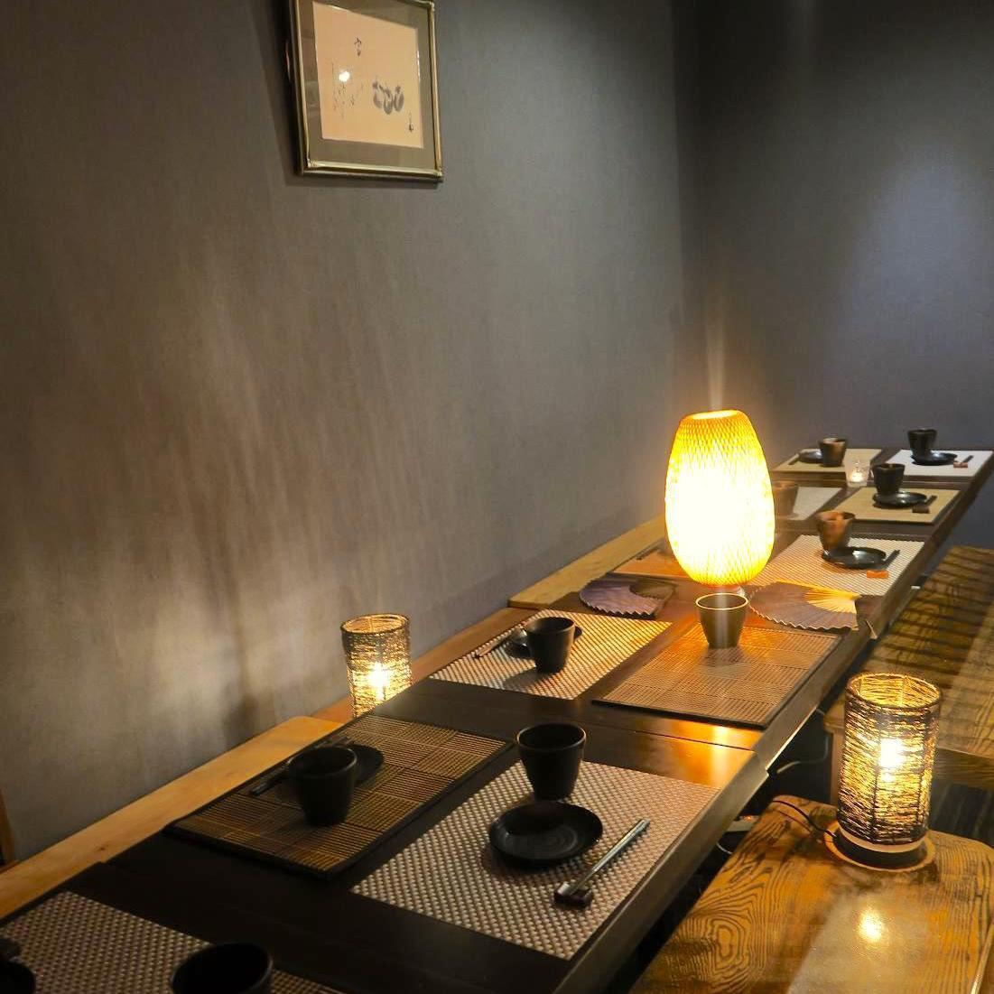 Indirect lighting gently illuminates a private room with a door is also ideal for important scenes such as entertainment and date.We will show you to various kinds of private room seats according to the scene.