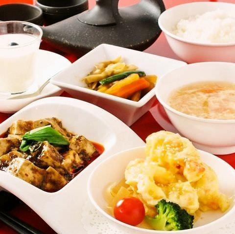 <おすすめ>プリフィックスランチセット《 和え物/スープ/お粥 または 御飯・デザート》