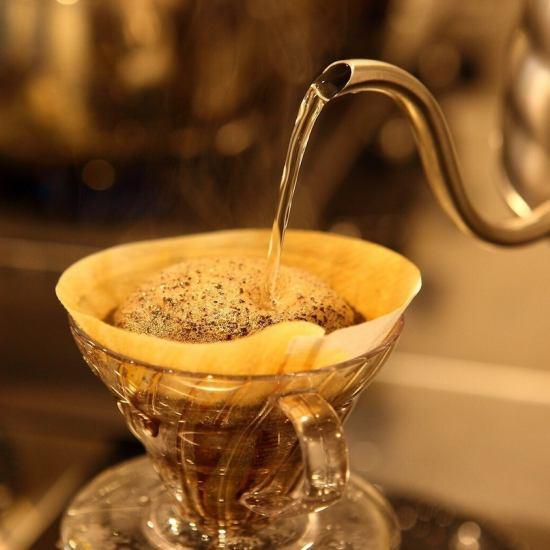 久米珈琲のこだわりの自家焙煎、煎りたての美味しいコーヒーをご堪能ください。