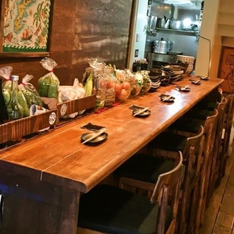 Counter seats available for a cup of drink.One person is very welcome ♪