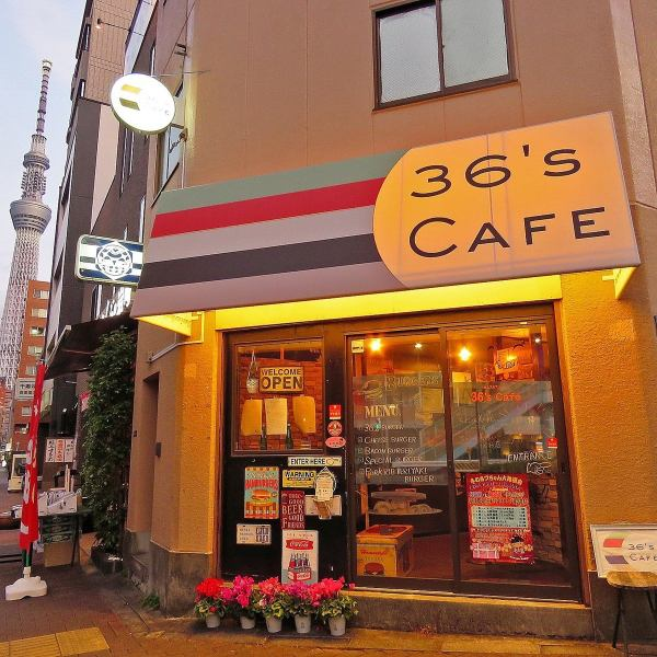 【浅草駅と本所吾妻橋駅からのアクセス良好◎】アメリカで生まれたハンバーガーを日本の文化にしたい。フレンチで修行した店主が織りなす本格ハンバーガー屋がOPEN!!パンからパテまですべてうまいパーツを組み合わせた極上のハンバーガーを召し上がれます。店内はカウンター席8席とテーブル席1卓ございます。
