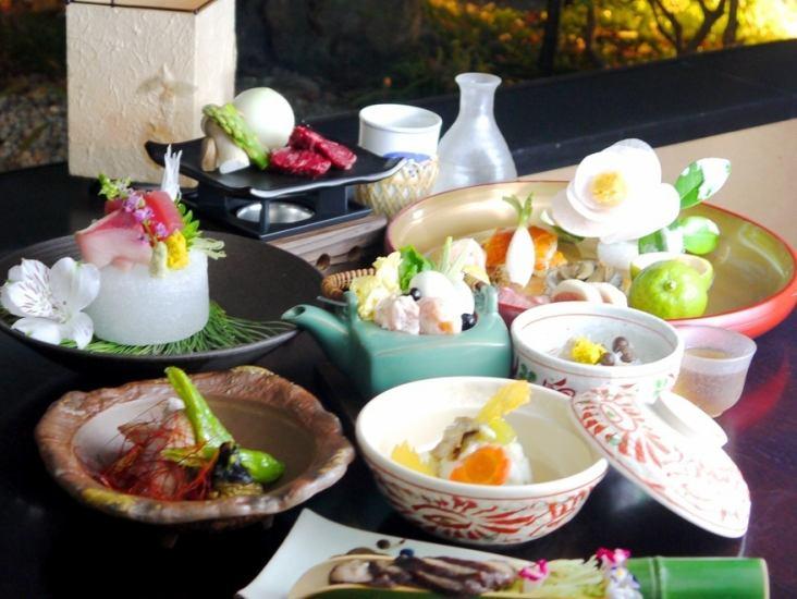風情ある個室空間で、職人が手間暇かけて作るお料理を。宴会はもちろん特別な日にも♪