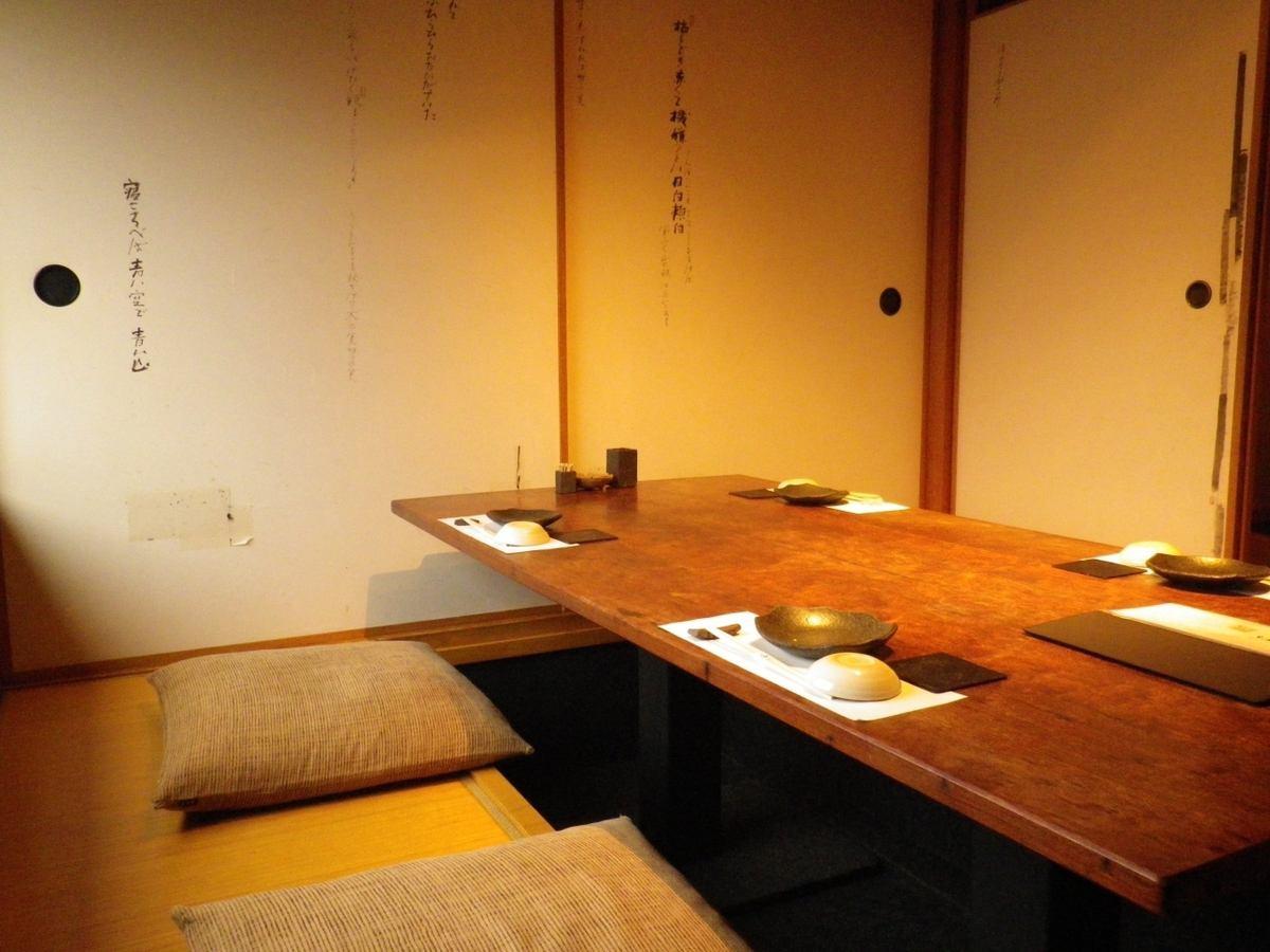 個室は2~35名様まで対応可能。ゆっくりと食事ができます。