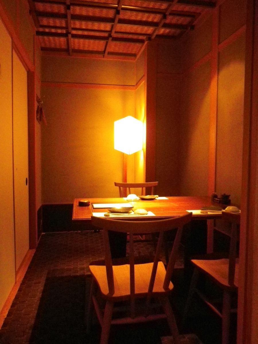 2名個室は特別な日のデートにも。和モダン空間で大人の時間を