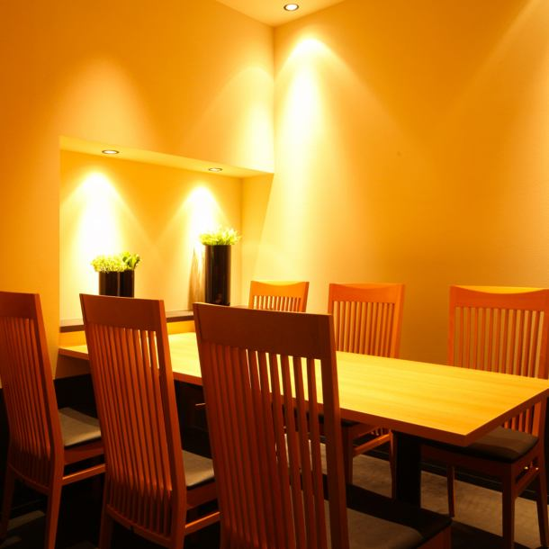 【All Seats】 Private Room (2 to 10 people) with soft lighting like sunbeams throughout the day