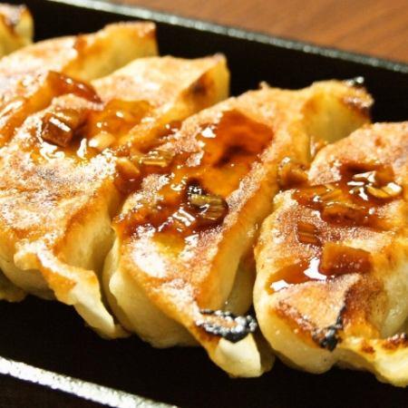 鉄鍋餃子(5個入り)